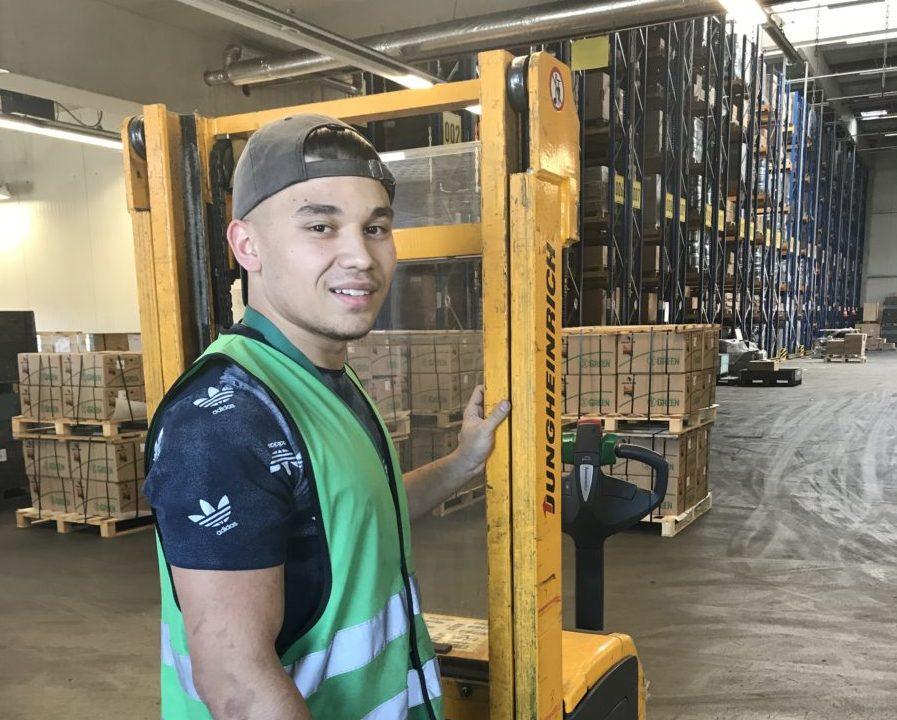 dennis-azubi-lagerist-warehouse