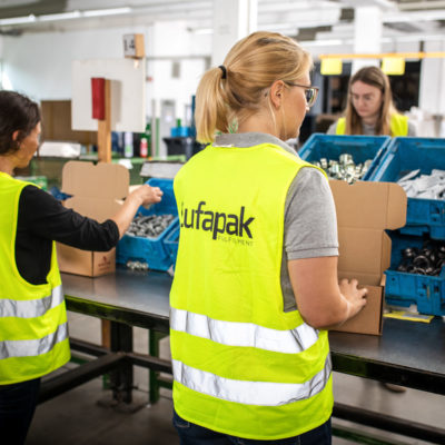 Kitting Kit Packing Set Building Verpacken Logistik Verkaufssets Kundenverpackung