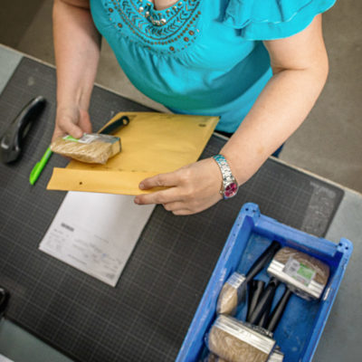 Verpacken Warenpost Ecommerce Produkt Versand Zentrale Auftragsabwicklung Bestellprozess
