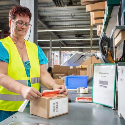 Verpacken Ecommerce Bestellungen Verarbeiten Warenlager Versandlager Paket Versand