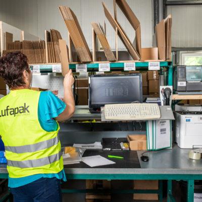 Verpacken Versand Kartonage Schutzverpackung Polsterung Etikettierung Express Abwicklung