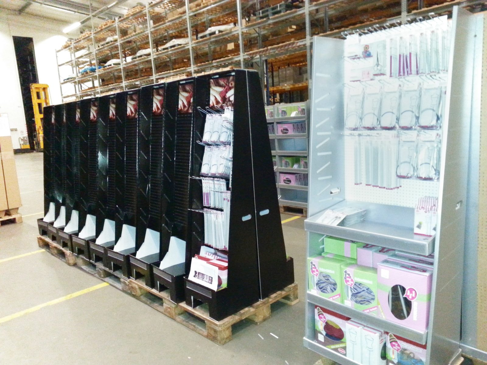 POS Displaybau, Warenpräsenter & Shop-Displays