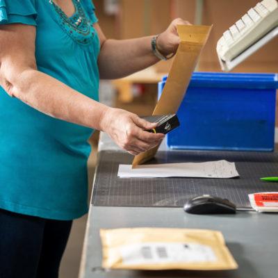 Verpacken Warenpost Versand Verpackung Label Ecommerce Bestellprozess Post Abholung